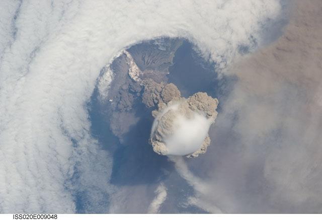 sarychev-peak-volcano-eruption