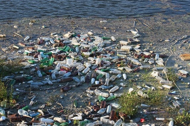 water-bottles-causing-water-pollution