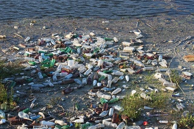 water-bottles-causing-water-pollution