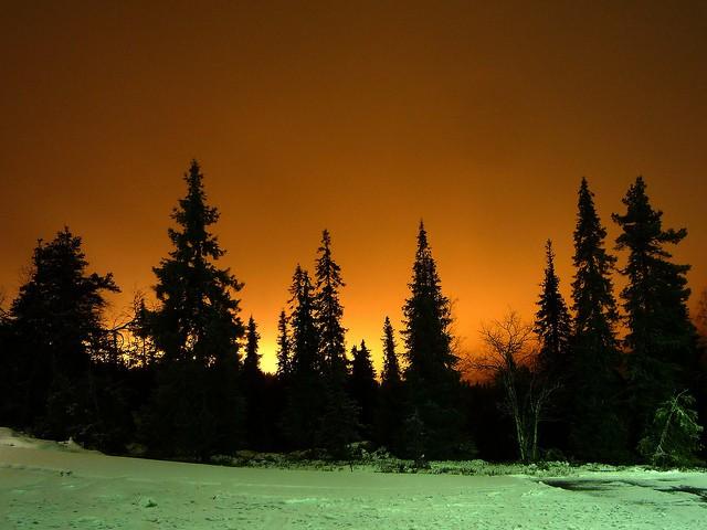 light-pollution-from-the-ruka-ski-slopes