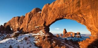 turret-arch-snow-winter-sandstone