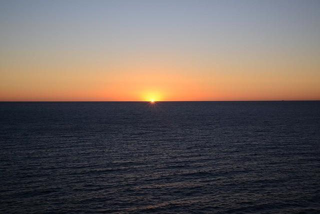 sunrise-cloudless-ocean-orange