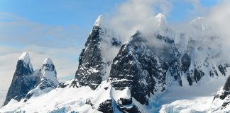 mountains-ice-bergs-antarctica-berg