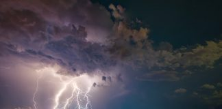 storm-thunder-lightning-dark-sky