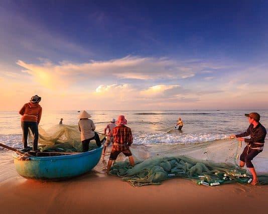 fishermen-fishing-the-work