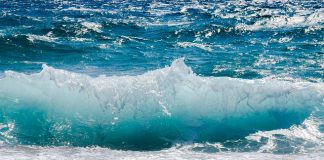 wave-smashing-foam-spray-sea-water