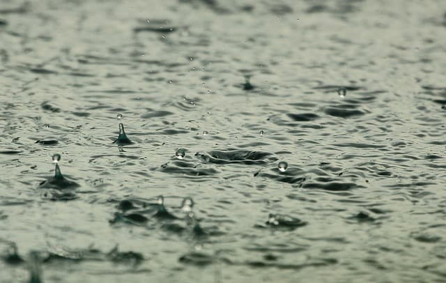 water-raindrops-raining-wet-liquid
