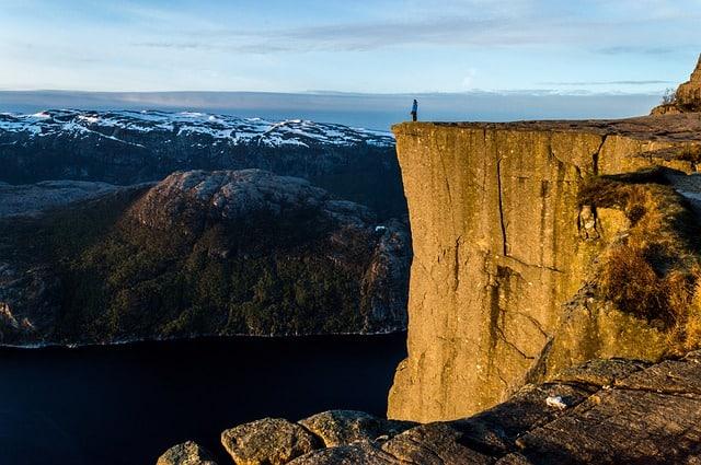 preikestolen-norway-scandinavia-plateau