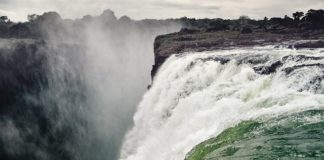 waterfall-victoria-falls-spray